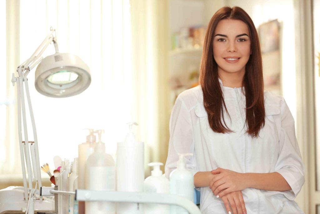 Как правильно выбрать хорошего косметолога для чистки лица
